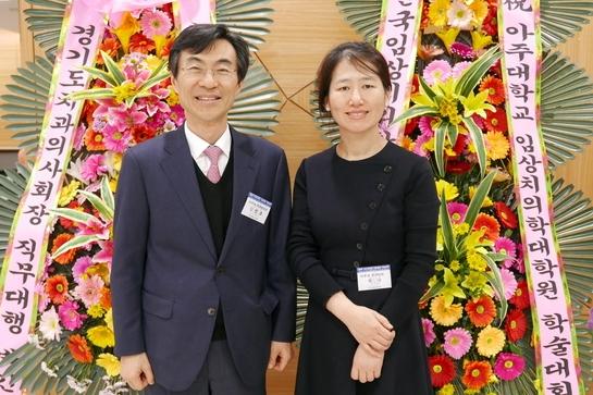 김영호 병원장(왼쪽)과 지숙 조직위원장