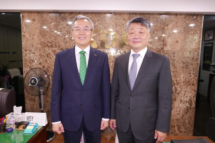 이상훈 협회장과 이재일 치평원장이 치평원의 주요사업계획에 대해 지난 7일 의견을 나눴다.<전수환 기자>