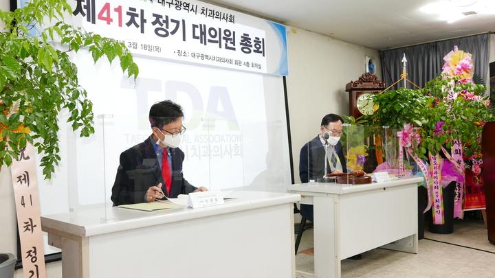 (좌측부터)민경호 부의장, 박종호 의장